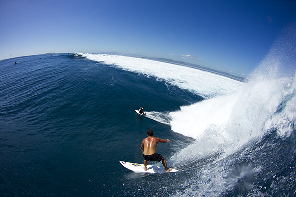 Surf Dave Wassel and Kelly Slater, Fiji