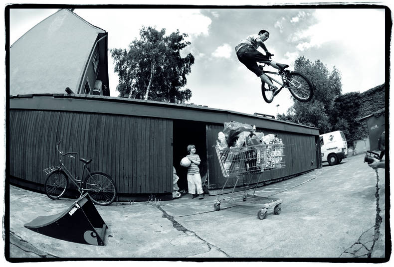 BMX Ricky Adam – Shoots and co-edits for DIG BMX magazine.