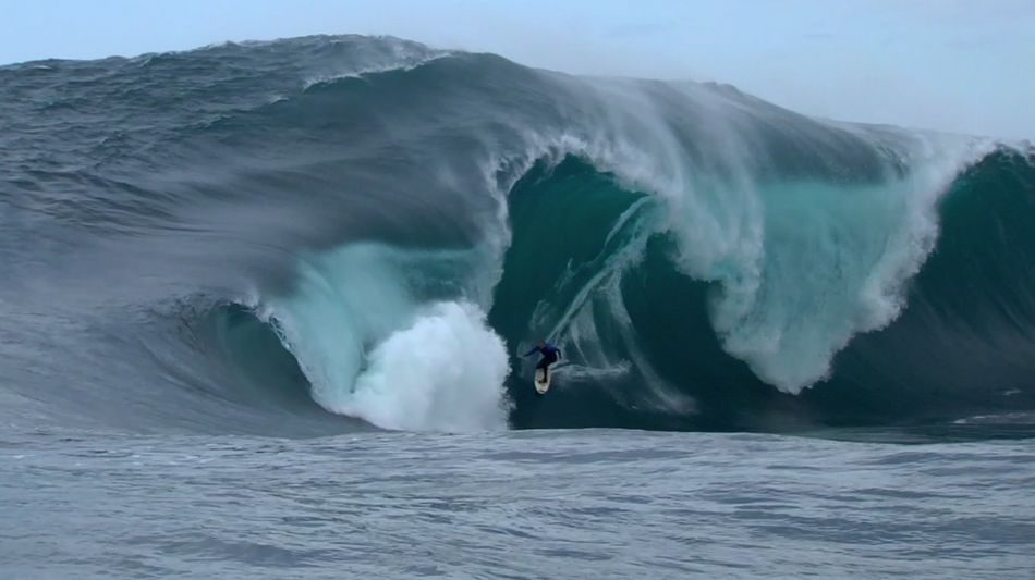 Surf Mark Mathews pulls into the closeout of the decade