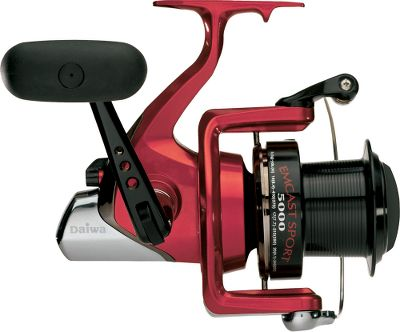 Fishing These high-capacity reels offer an exceptional value for saltwater surf, jetty, pier or boat use. An excellent choice for big cats, sturgeon, paddlefish as well as other heavy freshwater fish. Weight (oz.): 26.8. Type: Saltwater Spinning Reels. Reel Model: ECS5500. Line Capacity (yds./lb. test): 230/25. Gear Ratio: 4.6:1. Ecs5500. - $69.99