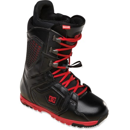 Snowboard Love traditional laces, but don't like lacing them in cold weather? DC Ceptor snowboard boots have solved the problem with the new DC Cinch closure system. - $122.83