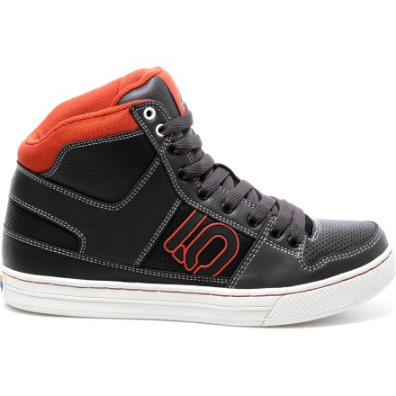 Skateboard The Five Ten Line King shoes are a highly versatile shoe made for skating, slacklining, bmx and urban bike riding. Leather uppers wrap feet in comfort; Slingshot ankle support provides contoured joint stability with cushioned space at the ankle bones. Mesh linings move moisture away from the feet for comfort when the activity level rises. Stealth(R) Phantom(TM) rubber 1-piece molded outsoles cushion every step, and offer a stiff, flat platform designed for comfort when biking. The Five Ten Line King shoes feature molded outsoles that stabilize your without reducing feel, making them a great choice for slacklining. Closeout. - $39.73