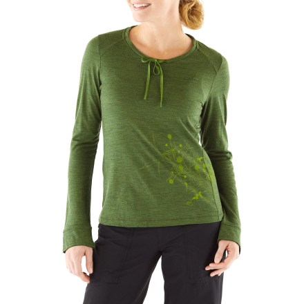 Camp and Hike The women's OD Lyric Print T-shirt from Ibex looks great on the trail, while traveling or simply when you're out and about. Merino wool wicks away moisture and breathes to regulate temperature for outstanding comfort in a variety of conditions. Scoop neckline with drawstrings. Semifitted. Machine washable. Ibex OD Lyric Print T-shirt features original screen printed artwork. - $59.83
