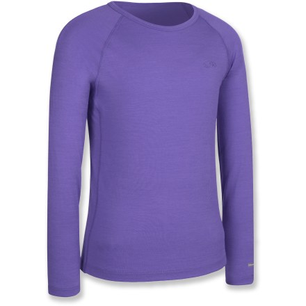 The Icebreaker Bodyfit 200 Oasis crew top offers active girls a comfortable layer of clothing for cold days of playing in the snow or for everyday use. - $24.83
