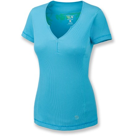 The Mountain Hardware LochVale T-shirt is lightweight and stylish-just what you need for summer outings. Polyester/cotton blend fabric is moisture wicking, quick drying and soft. Front splice neckline for style. Flatlock seams offer flexibility and comfort. Closeout. - $19.73