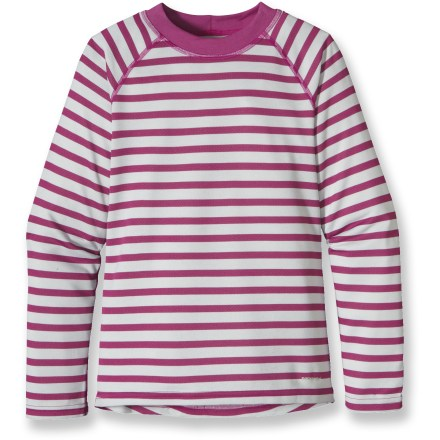 Ski The Patagonia Capilene 3 Midweight top for girls is highly breathable and fast drying. It's ideal for high-energy activities in a wide range of temperatures. - $16.83