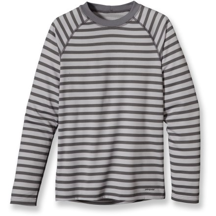 Ski The Patagonia Capilene 3 Midweight top for kids is highly breathable and fast drying. It's ideal for high-energy activities in a wide range of temperatures. - $16.83