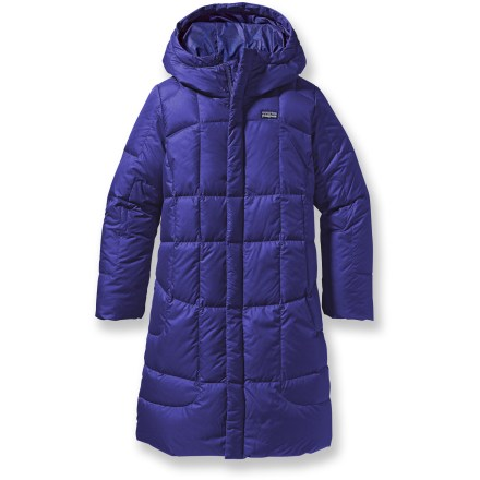 Ski The girl's Patagonia Down coat will surround your child with exceptionally lightweight yet warm down insulation. 600-fill-power goose down is quilted under a lightweight, high-tear-strength shell of 100% recycled polyester. Durable Water Repellent finish causes water to bead up and roll off, fending off light rain showers and snow. Full-length, 2-way front zipper lets you ventilate from the top and the botton. Patagonia Down coat features a deep hood for cold-weather protection and fleece-lined handwarmer pockets for added warmth. - $117.93