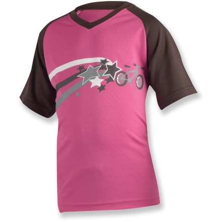 Fitness The Pearl Izumi Jr. MTB kids' bike jersey is perfect for youngsters gearing to tear it up in the dirt. SELECT Transfer fabric provides cool comfort, quickly wicking away sweat. With a UPF 40 rating, fabric provides excellent protection against harmful ultraviolet rays. Semifitted Pearl Izumi Jr. MTB bike jersey is not too tight and not too loose. Closeout. - $9.83