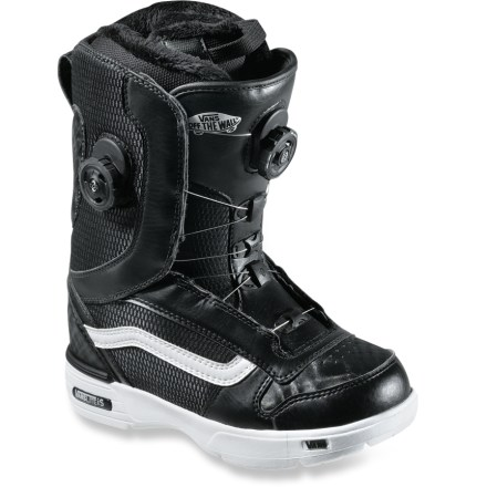 Snowboard Vans Aura Double Boa snowboard boots deliver a forgiving flex and lightweight construction. Classic styling, impact-absorbing soles and the zonal Boa closure system bring joy to your ride! - $117.83