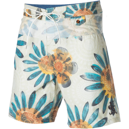 Surf For the gentleman who doesn't just love a life in the sand but who actually lives it, there's the truly stylish, retro-rrific Billabong Men's Electric Petal Board Short. - $35.67
