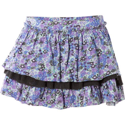 Fitness Eye-catching prints and complementary colors converge to form the fashionable but playful Billabong Little Girls' Curtsy Tiered Skort. The Curtsy is perfect for perfecting its namesake or just running around the schoolyard. - $15.98