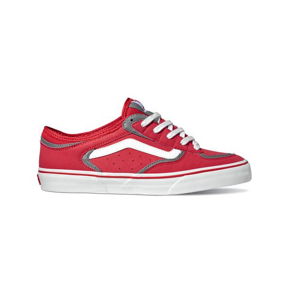 vans skarting on air Vans shoes have inspired generations of skateboarders fly set yourself apart in vans sneakers and skate shoes.