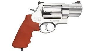 Hunting Smith & Wesson 500. 50 Caliber Pistol! Largest legal pistol ever made!