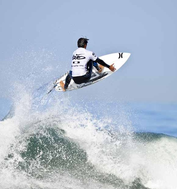 Surf Miguel Pupo victory at the 2011 Nike Lowers Pro